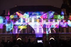 Voz de las figuras el videomapping ligero en el viejo cuadrado de ciudades en Praga durante el festival 2016 de la luz de señal Fotos de archivo libres de regalías