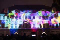 Voz de las figuras el videomapping ligero en el viejo cuadrado de ciudades en Praga durante el festival 2016 de la luz de señal Imágenes de archivo libres de regalías