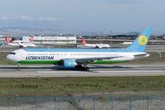 VP-BUE Uzbekistan Airways Boeing 767-375 Obrazy Stock