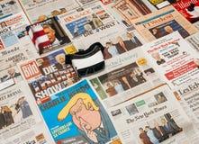 VR在主要国际报纸Tru上的虚拟现实面具 免版税图库摄影