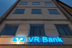 VR银行在晚上 免版税图库摄影