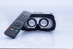 VR γυαλιά και τηλεχειρισμός TV Στοκ φωτογραφία με δικαίωμα ελεύθερης χρήσης