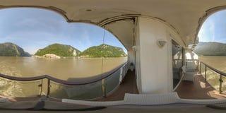 360VR ταξιδεύοντας μέσω της πύλης σιδήρου μεταξύ της Σερβίας και της Ρουμανίας στοκ εικόνες