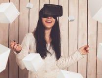 VR玻璃的妇女 库存照片