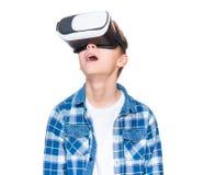 VR玻璃的青少年的男孩 免版税库存照片