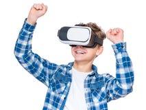 VR玻璃的青少年的男孩 图库摄影