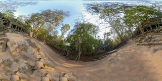 360VR av borggården i tempel för Ta Prahm i Cambodja royaltyfri fotografi