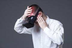 Vr boli po uses rzeczywistości wirtualnej szkieł, migrena i migrena Obrazy Royalty Free