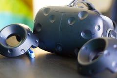 VR glazen en controles stock foto's