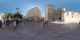 360 VR-Mening aan de straat met mensen en Valencia Cathedral stock video