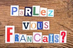 Vraag` parlez-Vous Francais? ` op houten achtergrond stock foto