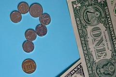 Vraagteken van de muntstukken van Israëlische agorot en sjekel rekening één Amerikaanse dollar Concept: de cursus van de dag, wis royalty-vrije stock afbeeldingen
