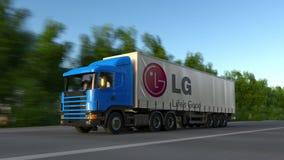 Vracht semi vrachtwagen met LG-Bedrijfsembleem het drijven langs bosweg Het redactie 3D teruggeven Royalty-vrije Stock Afbeeldingen
