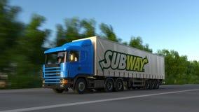 Vracht semi vrachtwagen met Metroembleem het drijven langs bosweg Het redactie 3D teruggeven Stock Afbeeldingen