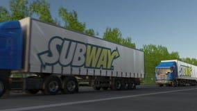 Vracht semi vrachtwagens met Metroembleem het drijven langs bosweg Het redactie 3D teruggeven Stock Foto's