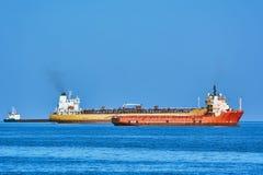 Vrachtschepen in Anchorage Stock Foto's