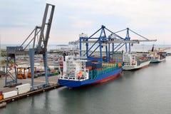 Vrachtschepen in de zeehaven van Kopenhagen royalty-vrije stock fotografie