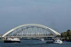 Vrachtschepen op de rivier royalty-vrije stock foto