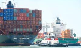 Vrachtschip APL die TOURMALINE de Haven van Oakland ingaan royalty-vrije stock foto
