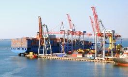 Vrachtschip bij de lading royalty-vrije stock foto
