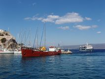 Vrachtschip bij haven van Hydra Stock Afbeeldingen