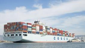 Vrachtschip COSCO die GUANGZHOU de Haven van Oakland ingaan Stock Afbeelding