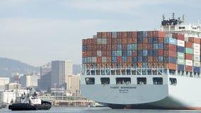 Vrachtschip COSCO die GUANGZHOU de Haven van Oakland ingaan Royalty-vrije Stock Foto