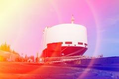 Vrachtschip in dok royalty-vrije stock foto's