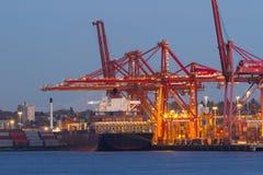 Vrachtschip en Haven Stock Afbeeldingen