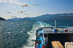 Vrachtschip en passagiers royalty-vrije stock foto