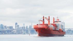 Vrachtschip GLB PORTLAND onderweg aan de Haven van Oakland royalty-vrije stock foto