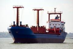 Vrachtschip het bewegen zich Royalty-vrije Stock Foto's