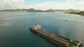 Vrachtschip in het overzees
