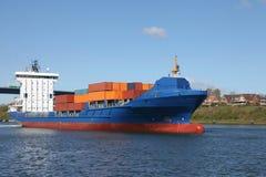 Vrachtschip met container Stock Foto