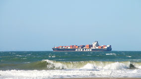 Vrachtschip NYK die RUMINA San Francisco Bay vertrekken royalty-vrije stock fotografie