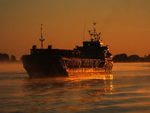 Vrachtschip op Donau Stock Afbeeldingen