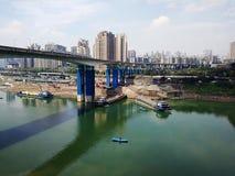 Vrachtschip op Rivier Yangtze stock foto's