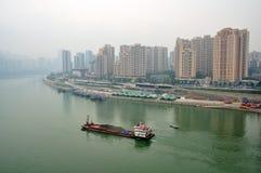 Vrachtschip op Rivier Yangtze stock afbeeldingen