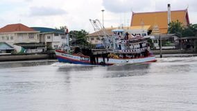 Vrachtschip in overzees, Samut sakorn Thailand stock videobeelden