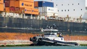 Vrachtschip SEASPAN die NINGBO de Haven van Oakland ingaan stock foto