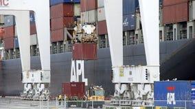 Vrachtschipapl NEW JERSEY lading bij de Haven van Oakland Royalty-vrije Stock Foto's