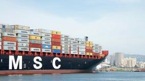 Vrachtschipdoctorandus in de exacte wetenschappen BRUNELLA die bij de Haven van Oakland aankomen stock foto's