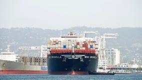 Vrachtschipdoctorandus in de exacte wetenschappen BRUNELLA die bij de Haven van Oakland aankomen royalty-vrije stock foto