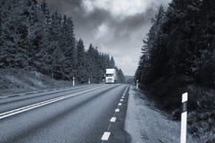 Vrachtvervoer op toneelsnelweg Stock Foto's