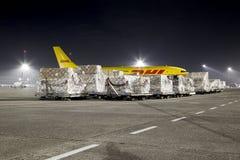 Vrachtvliegtuig bij Nacht stock fotografie