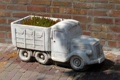 Vrachtwagen als bloemdoos royalty-vrije stock foto's