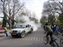 Vrachtwagen Bespuitende Pesticiden Stock Foto's