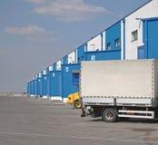 Vrachtwagen bij Dok Stock Foto's