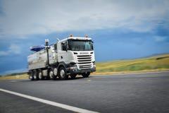 Vrachtwagen bij Snelheid Royalty-vrije Stock Foto's