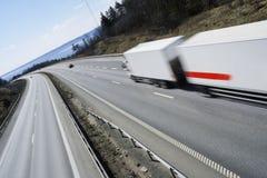 Vrachtwagen bij volledige snelheid Stock Foto